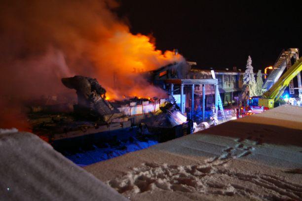 Hotelli Iso-Syöte tuhoutui tulipalossa viikko sitten.