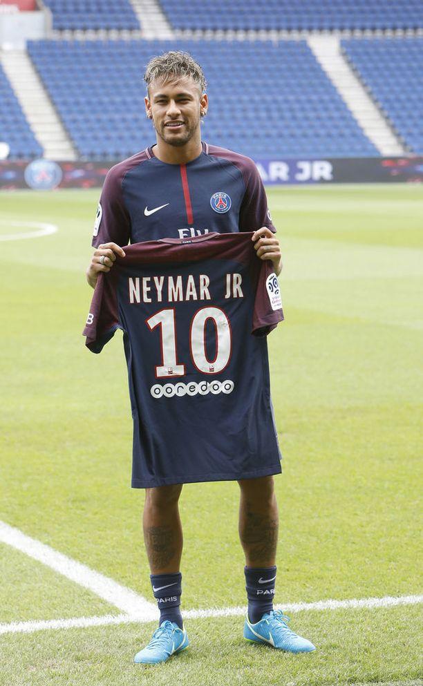Sofia kertoo Seiskalle, että Neymar on mukana herrasmies.