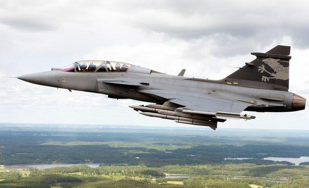 Saabin valmistama Jas Gripen on yksi tarjouskilvassa mukana olevista konetyypeistä Suomen seuraavaksi hävittäjäksi. Arkistokuva.