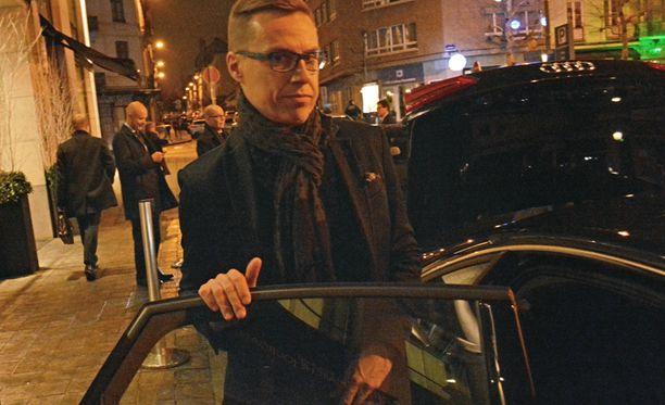 Pääministeri Alexander Stubb lähti puoliltaöin Brysselin huippukokouksesta Suomeen, sillä perjantain luottamusäänestykset eduskunnassa ovat niin tiukkoja, että niissä tarvitaan myös kokoomuksen puheenjohtajan ääni varmistamaan hallituksen jatko kevään vaaleihin saakka.