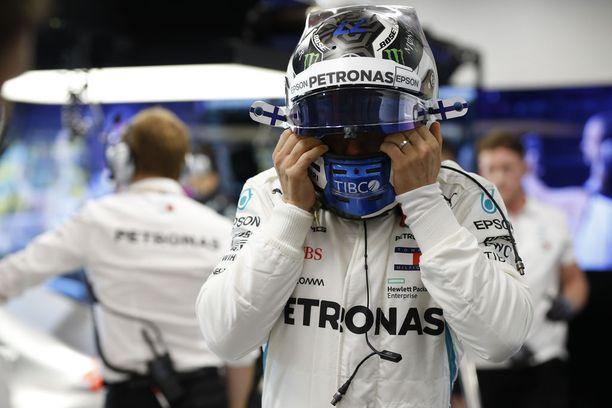 Valtteri Bottas ajoi viime vuonna Singaporen GP:ssä kolmanneksi, kun Sebastian Vettel, Max Verstappen ja Kimi Räikkönen joutuivat keskeyttämään kolaroituaan heti kisan ensimmäisessä mutkassa.