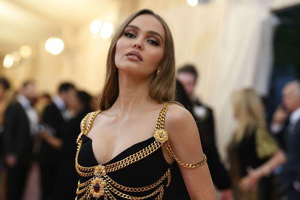 Monien mielestä Lily-Rose Depp näyttää paljon äidiltään.