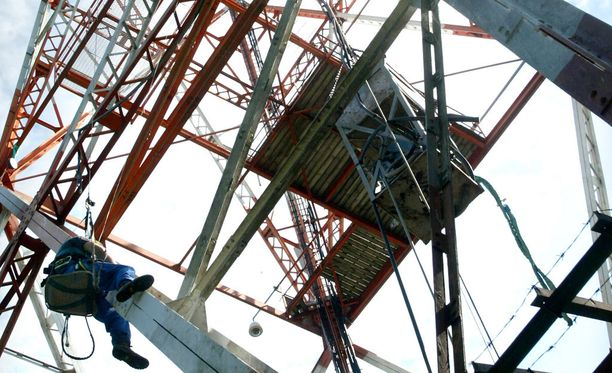 Asentajan kanteen mukaan hän oli joutunut kahteen otteeseen alttiiksi voimakkaalle radiosäteilylle radiomastoissa työskennellessään. Arkistokuva ei liity tapaukseen.