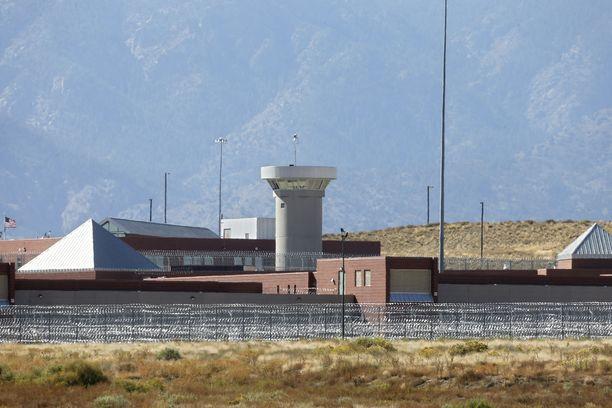 Florencen supermax-vankilan ulkopuoli. Kuvassa keskellä vartiotorni.