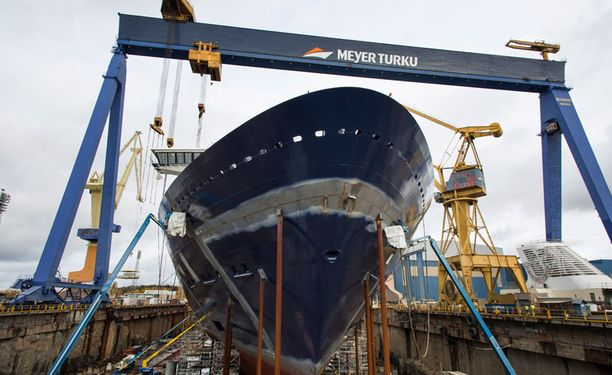 Turun Sanomien mukaan Meyer Turku Oy:n alihankkijayritykset syyllistyvät edelleen usein työlainsäädännön rikkeisiin.