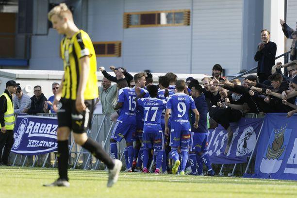 HJK juhlii Daniel O'Shaughnessyn maalia.