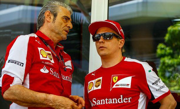 Maurizio Arrivabene yritti pitää tunteensa kurissa. Kimi Räikkönen lienee siinä alan mestareita.