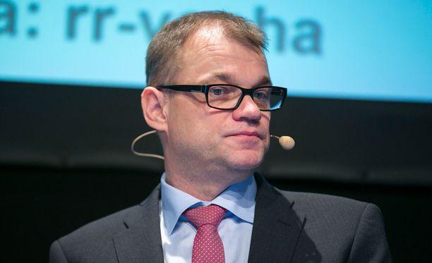 Juha Sipilä (kesk) huomauttaa, ettei ministerinsalkku voi olla palkinto poliitikolle.