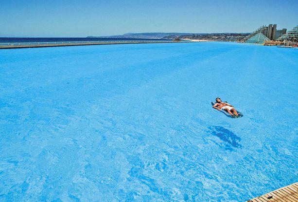 Vesi on puhdistettu kristallinkirkkaaksi, vaikka se onkin peräisin merestä.