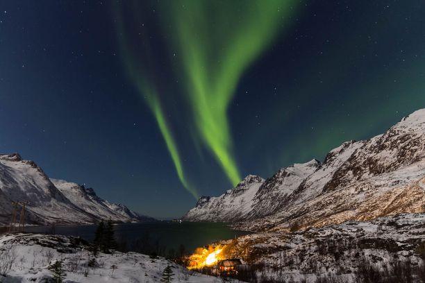 Revontulet tuovat Norjan vuosittain valtavasti matkailijoita. Ilmiö on tuttu myös Pohjois-Suomessa.