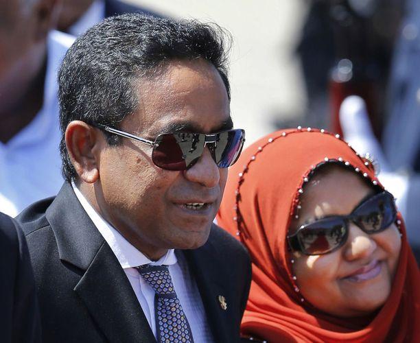 Presidentti Abdulla Yameen vaimonsa Fatimath Ibrahimin kanssa vuonna 2014.