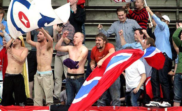 Myös Veikkausliigan kesässä päästään nyt todistamaan HIFK:n äänekästä Stadin Kingit -faniryhmää.