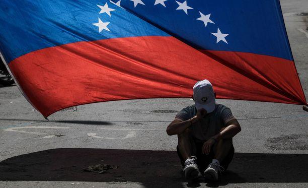 Useat maat eivät tunnusta Venezuelassa valittua edustajistoa.