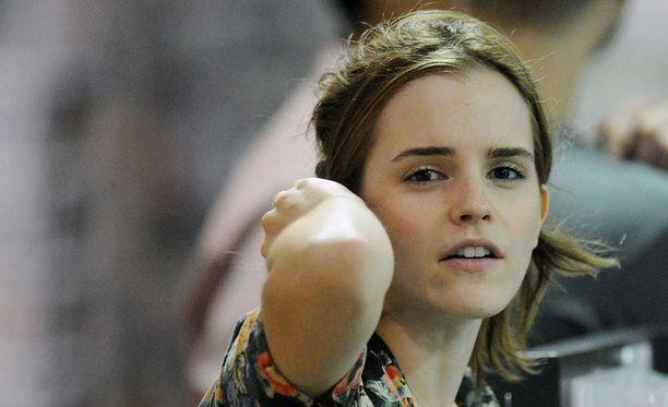 Emma Watson nousi hiuksista päätelleen suoraan sängystä kauppareissulle.