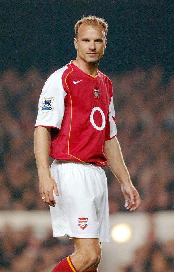 """Dennis Bergkamp tunnettiin Arsenal-aikoinaan nimellä """"The non-flying dutchman"""" (suom. ei-lentävä hollantilainen)."""