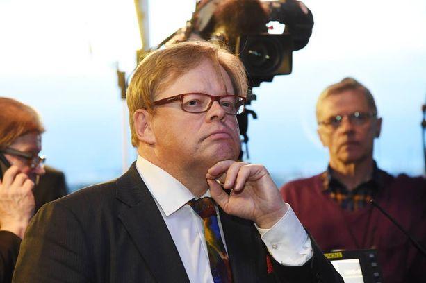 Juhana Vartiainen (kok) oli purskahtaa itkuun kiky-neuvotteluja seuratessaan.