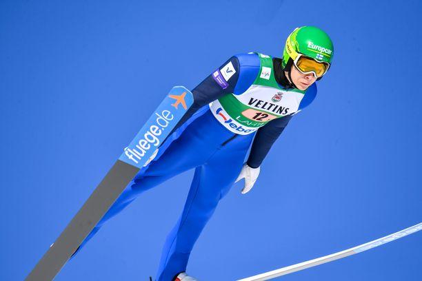 Eero Hirvosen hyppy kantoi vain 96,5 metriä.