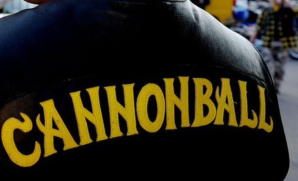 Cannonballin ex-jäsenen mukaan jengissä kaikki oli säädeltyä ja elettiin tiukan nokkimisjärjestyksen mukaan.