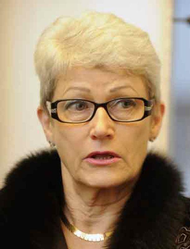 Paula Kokkonen pitää Voutilaisen ostoksia harkitsemattomina.