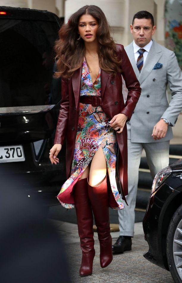 Zendaya Pariisin kadulla oman mallistonsa vaatteissa.