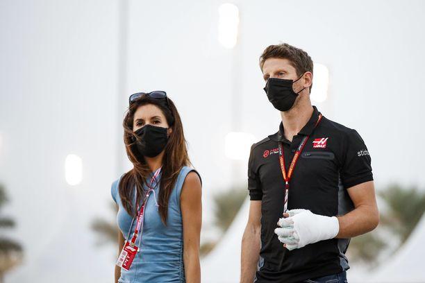 Romain Grosjeanin kädet olivat paketissa palovammojen jäljiltä.