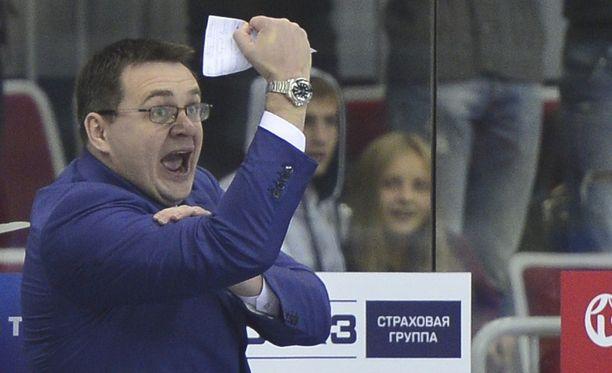 KHL:n kohutuin valmentaja Andrei Nazarov elää tunteella.