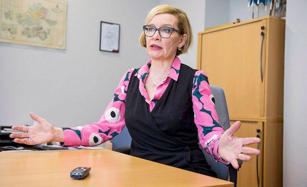 Maakunta-ja soteuudistus ovat jälleen hajallaan. Kokoomuksen soteneuvottelija Paula Risikko väläytti jo aiemmin maakuntavaalien siirtämistä.