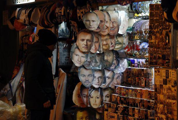 Putin-tavaroita myydään monissa turistiliikkeissä Pietarissa.