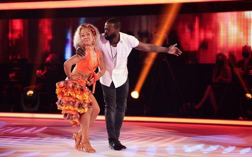 Katso kuvat: Näin upeissa asuissa Tanssii tähtien kanssa -parit esiintyivät