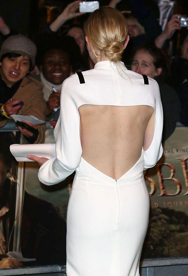 Cat Blanchett peitti hartiat ja paljasti alaselän.