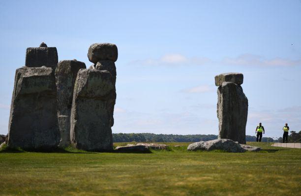 Stonehengen kivipaasista korkeimmat kohoavat 9 metriin.