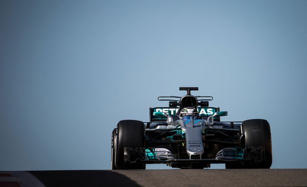 Valtteri Bottaksen Mercedes kehittelee hurjan tehokasta voimanlähdettä.