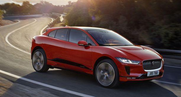Jaguarin i-Pace on mitoiltaan selvästi Model X:ää pienempi.