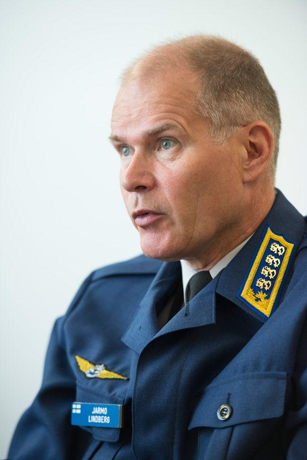 Jarmo Lindberg vaatii rahoitusta puolustusvoimien materiaalihankintoihin.