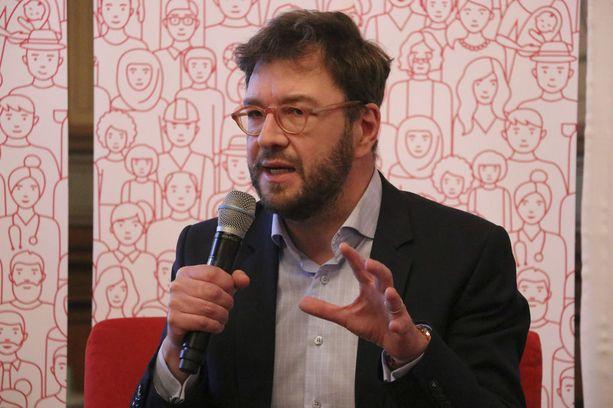 Kansanedustaja Timo Harakka ei niele ministeriön selityksiä.