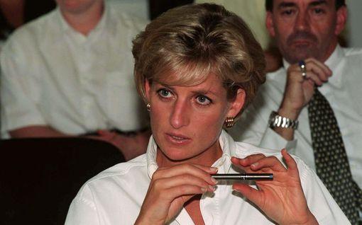 The Crown -sarja julkisti uudet näyttelijät kahdelle viimeiselle kaudelle – prinsessa Dianan roolissa nähdään Elizabeth Debicki