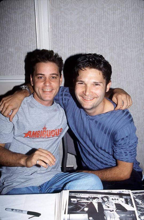 Corey Haim ja Corey Feldman jakoivat saman kohtalon. Kumpikin joutui seksuaalisen hyväksikäytön uhriksi.