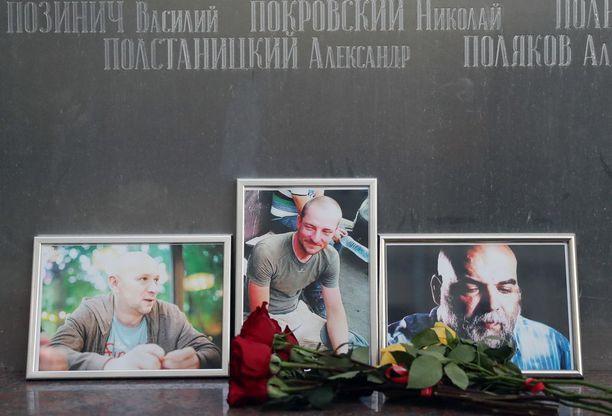 Alexander Rastorguev (vas.), Kirill Radchenko ja Orkhan Dzhemal saivat surmansa epäselvissä oloissa Keski-Afrikan tasavallassa maanantaina. Kuva Moskovasta tiistailta.