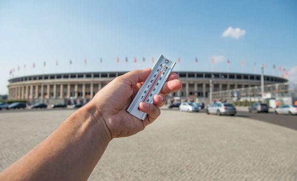Lämpöä on nelisenkymmentä astetta Berliinin olympiastadionilla.