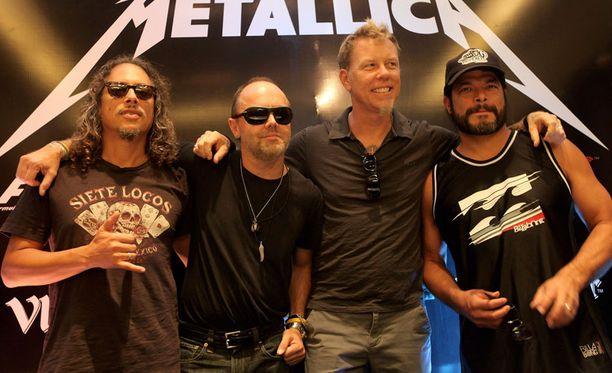 Metallica oli yleisön lailla harmissaan tapahtuneesta.