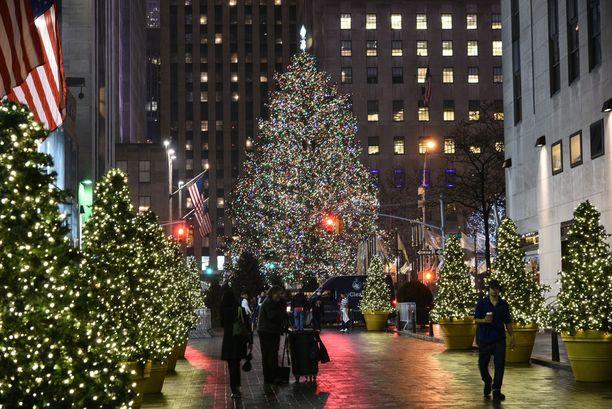 Rockefeller Centerin joulukuusi on suorastaan ikoninen näky. Tässä vuoden 2015 versio.
