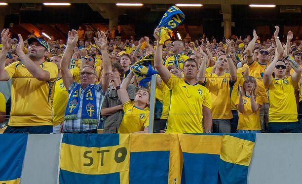 Ruotsin kannattajat ovat täysillä omiensa tukena.