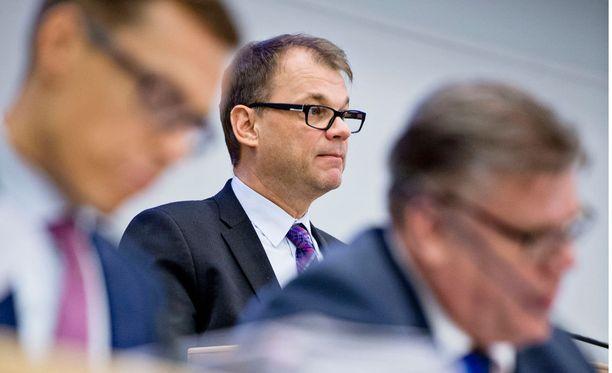 Hallituksen linjaus nopeuttanee yhteiskuntasopimusneuvotteluiden aikataulua, vaikka vaikeita asioita on yhä pöydällä, neuvottelulähteistä kerrotaan.