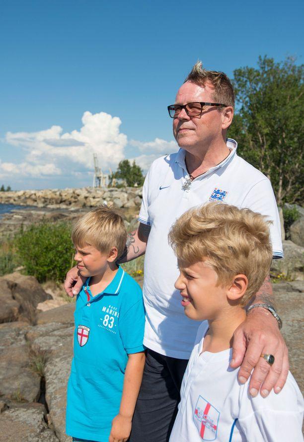 Nipa Neumann ja hänen poikansa Noel ja Miska. Kuva otettu muutaman vuoden takaa Porissa.