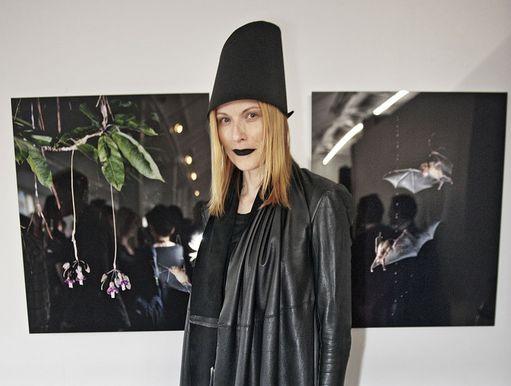 Julkkisstylisti Minttu Vesala mustanpuhuvassa tyylissään.