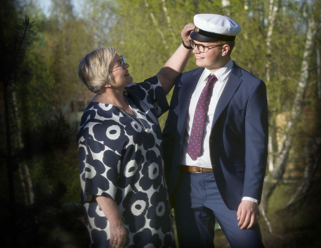 Ministeri Anu Vehviläisen pojan Tatu Hiltusen ylioppilasjuhlia vietetään kesäkuussa Joensuussa. Hiltunen on pyrkinyt jatko-opintoihin taloustieteen pariin.