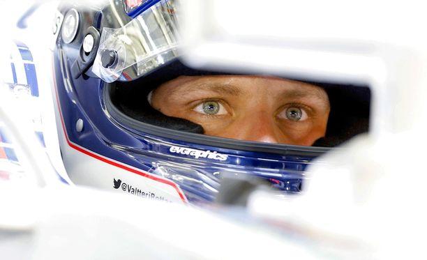 Valtteri Bottas otti kovan päänahan pitämällä Sebastian Vettelin takanaan.