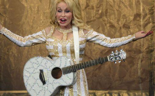 Dolly Parton laajensi jäätelöbisnekseen – asiakkaat villiintyivät ja jäätelöt jäivät saamatta