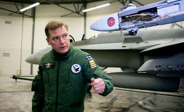 Ilmavoimien komentaja Kim Jäämeri haluaa selvityksen uutisen taustoista.
