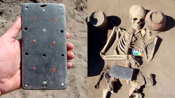 """""""iPhone"""" on koristeltu muun muassa safiireilla ja punaisilla karneoleilla. Se löytyi yli 2 000 vuotta sitten kuolleen Natashan sylistä."""